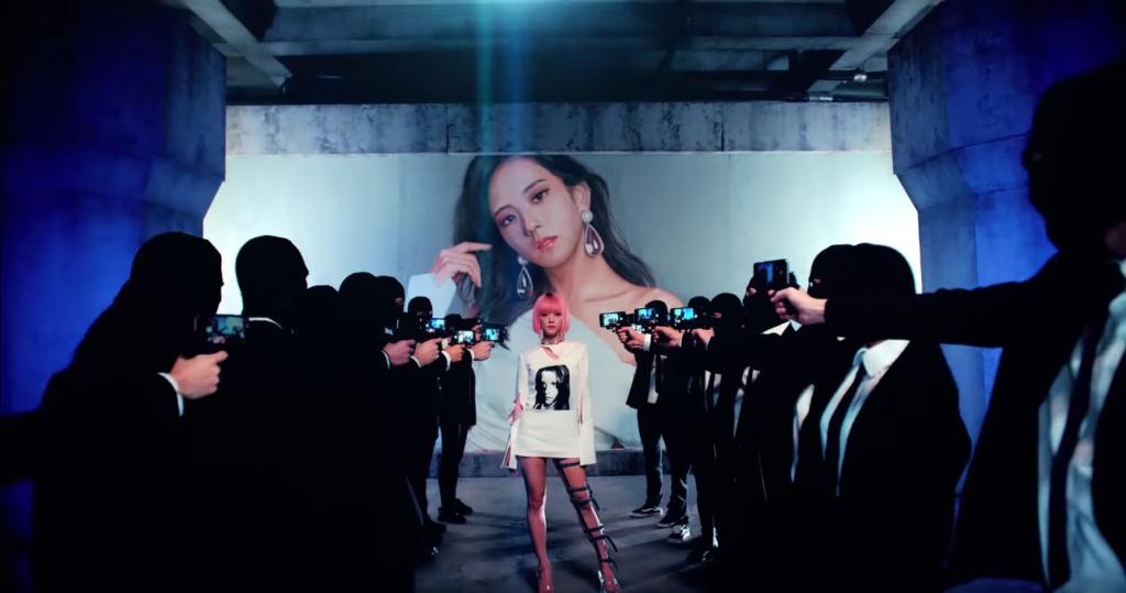 "Black Pinks Jisoo wearing a white outfit and a pink wig in the ""ddu-du-ddu-du"" MV"