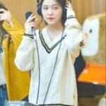 College Sweater | Yeri – Red Velvet