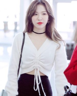 White Crop Top With Lace | Wendy – Red Velvet