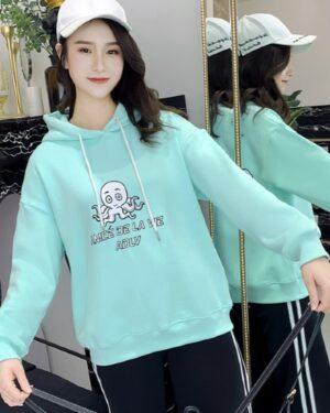 blackpink-lisa-turquoise-hoodie4
