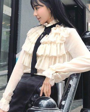 twice-jihyo-white-elegant-blouse8