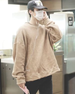 Beige Airport Fashion Sweater | Sehun – EXO