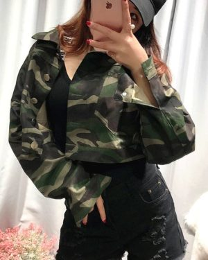 blackpink-lisa-camouflage-cropped-jacket4
