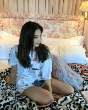 Elephants In The Room T-Shirt | Jennie – BlackPink