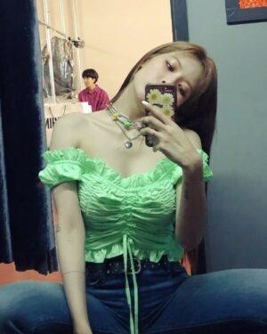 Pleated Lace Ruffle Crop Top | Hyuna