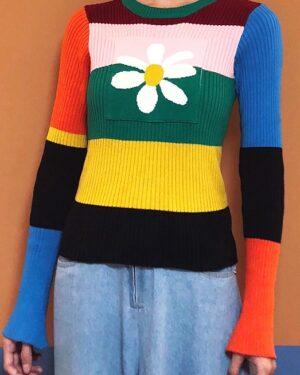hyuna-rainbow-daisy-sweater