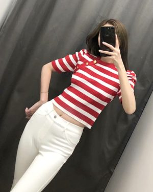 red-velvet-seulgi-red-striped-crop-top5
