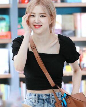 Black Square Collar Crop Top | Rose – BlackPink