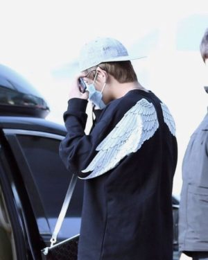 Back Wings Black Sweater   Taehyung – BTS
