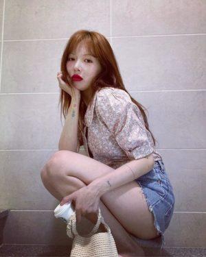 Short Sleeved Floral Blouse | Hyuna