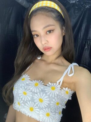 Flower Lace Crop Top | Jennie – BlackPink
