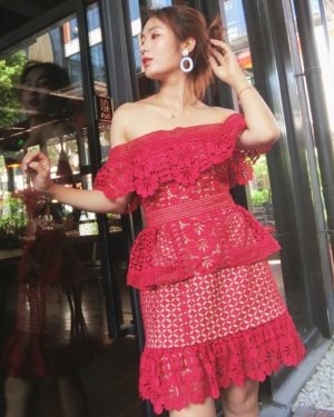 Minnie Red Lace Off-Shoulder Dress (4)