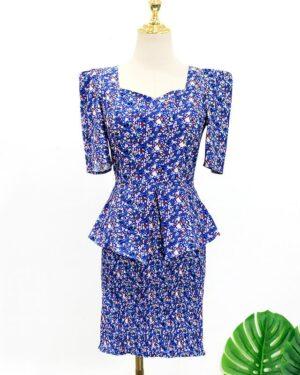 IU Squared Blue Flower Shirt & Fitting Blue Flower Skirt (2)