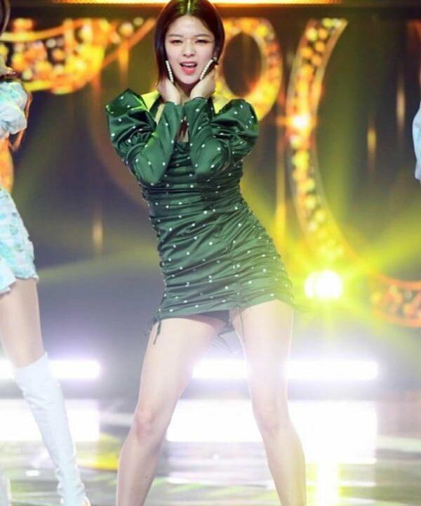 Green Slim Fit Polka Dots Dress | Jeongyeon – Twice
