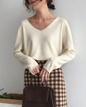 Seulgi V-Neck Long Sleeved Pullover Shirt (4)