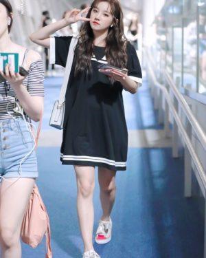 Black Sailor Loose Dress | Yuqi -(G)I-DLE