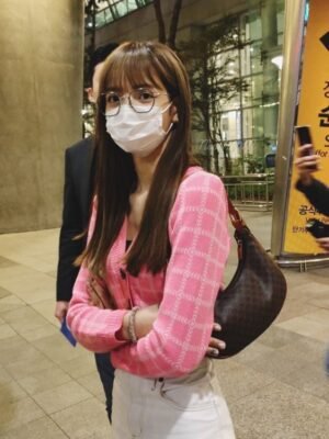 Pink Plaid Short Cardigan | Lisa – BlackPink