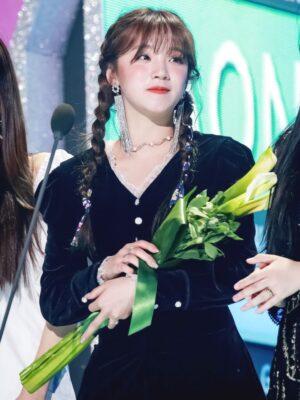Black Long Sleeve Velvet Lace Dress | Yuqi – (G)I-DLE