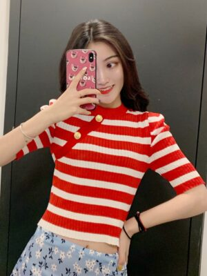Seulgi Puff Sleeve with Gold Buttons Cropped Shirt 00001