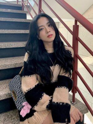 Distressed Sweater With Stripe Pattern  | Jisoo -BlackPink