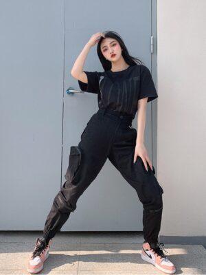 Rose – BlackPink Black Jogger Pants (3)