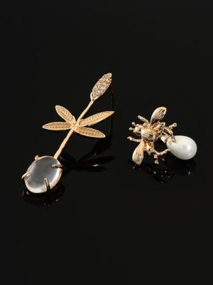Ko Moon‑Young – It's Okay Not To Be Okay Bee And Leaf Asymmetrical Earrings (7)