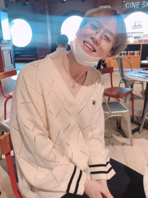 White Knitted Sweater With Strap | Yugyeom – GOT7