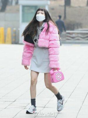 Pink Retro Telephone Sling Bag | Hyuna