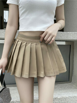 Hyuna – Pleated Khaki Mini Skirt (13)