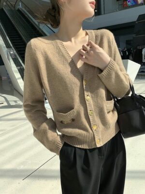 IU – Khaki Cashmere Knit Cardigan (7)