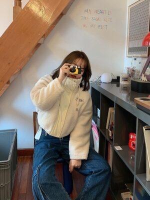 Lisa – Blackpink Beige Short Lamb Wool Jacket (3)