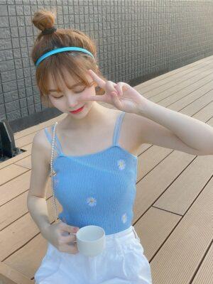 Chaeryeong – Blue Daisy Ribbed Sleeveless Top (6)