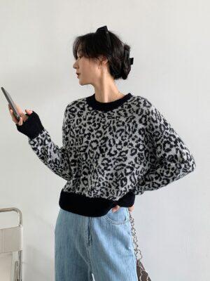 Chung Ha – Leopard Print Sweater (18)