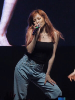 Asymmetrical Waistband Denim Jeans | Hyuna