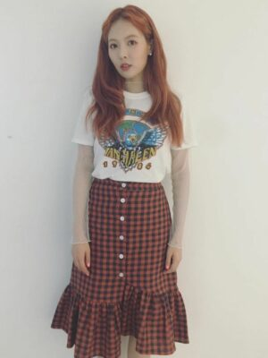 Red Checkered Button Ruffle Skirt | Hyuna