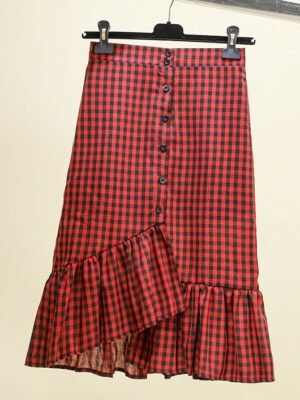 Hyuna – Red Checkered Button Ruffle Skirt (5)
