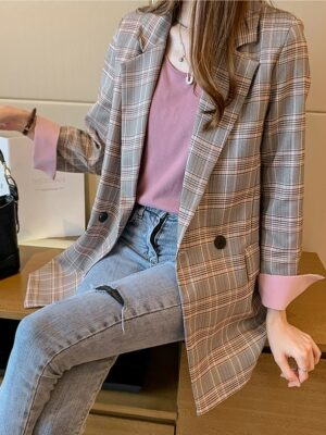 IU – Pink and Grey Checkered Suit Jacket (3)