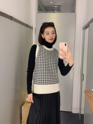 Lia – ITZY Houndstooth Sweater Vest (1)