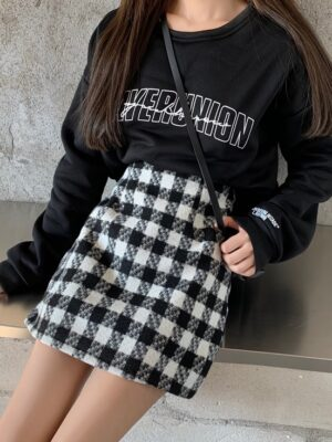 Soojin – (G)I-DLE Plaid Pattern Woolen Mini Skirt (9)