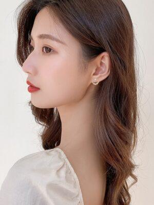 Yoon Se Ri – Crash Landing On You Moon Shaped Crystal Earrings (7)