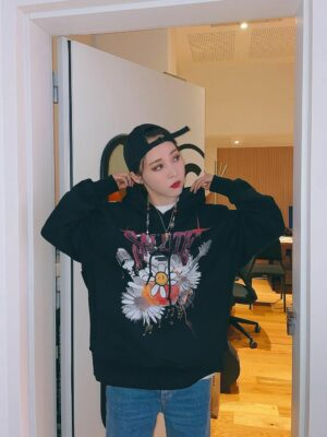 Black Hoodie With Cool Flower Design | Moonbyul – Mamamoo