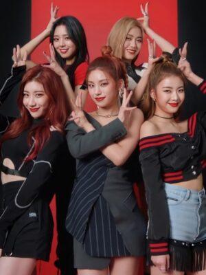 Black Buckle Waist Long Sleeve Top   Chaeryeong – ITZY