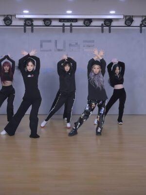 Black Velvet Bear Pants   Soyeon – (G)I-DLE