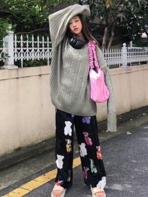 Soyeon – (G)I-DLE Black Velvet Bear Pants (6)