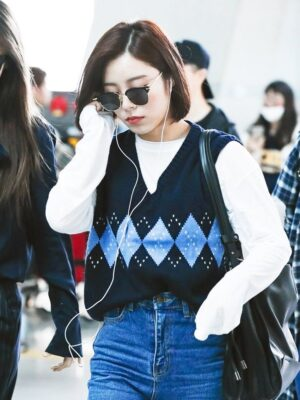 Black Knitted Vest With Diamond Pattern | Wheein – Mamamoo